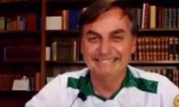 Bolsonaro faz piada em meio a mortos. Caso é psiquiátrico!