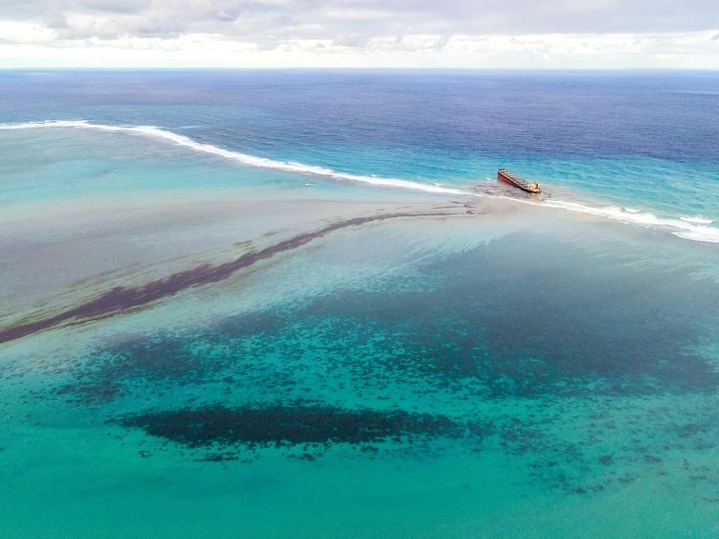Desastre ambiental: Petroleiro encalhado nas Ilhas Maurício se parte em dois